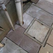 配管や枡が絡む場所は、可能な限り石材を加工して仕上げます。