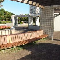 せっかく人が集まる場所なのに、ずっと使用禁止で使われていなかったベンチでした。