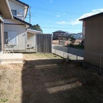 施工前、以前はこまめにお手入れをされていた高麗芝のお庭。今回の相談では芝生を全て撤去してお手入れが不要なお庭にしたいとご依頼頂きました。