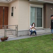完成写真、扉が着いた囲いのあるお庭で、ワンちゃんものびのび遊べるようになりましたね。