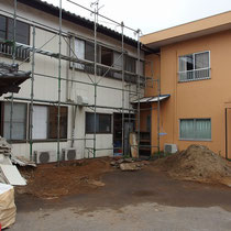 撤去処分後、ここに住居エントランスができる予定。