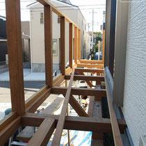 構造部分の完成、ここから根太と床、フェンスを仕上げます。