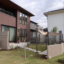 フェンスブロックには脱着式の柱をたてて、コンパクトなドックランを作る事ができます。