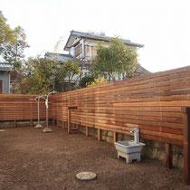 フェンスの板を貼って完成!