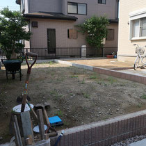 縦長の広いお庭、お手入れを極力減らすお庭にします。
