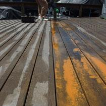 広範囲のウッドデッキ塗装、たっぷりの塗料を広げて、刷毛やローラーを使って延ばし拡げます。