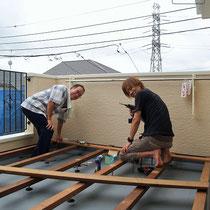 ウッドデッキはご主人とお父様によるDIY。材料の準備と施工のアドバイスをさせていただきました。