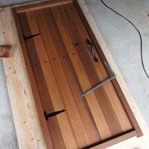 ダミー扉はあらかじめ作成して、現場で取付。
