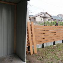 開口が広いので大きな荷物も収納しやすく、棚の配置などもカスタマイズも自由です。