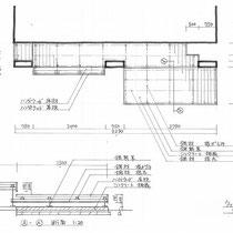 施工図面。建物柱や室外機をよけた形状で、段差があるウッドデッキです。