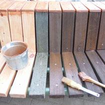 事前準備してきたヒノキ材を取り付けてから、全体を防腐塗装でしあげます。