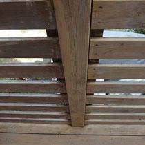 フェンスの研磨は機械の都合により隅々まではできませんが、それでも施工前よりずいぶん奇麗になります。