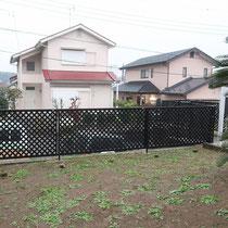 広いお庭なので植物への水やりも大変。一ヶ所しかない蛇口から長いホースを引っ張って水やりしていました。