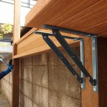 カウンターテーブルは可動式金物により収納が可能、空間を有効に使える便利な機能です。