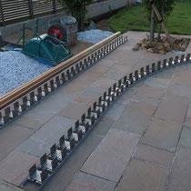 3日目は土の掘削とベースコンクリートの打設、それからレール上に組み立てられた連結部材の作成まで。
