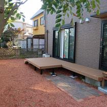 完成写真、くぼんだ部分にはお庭にあった平板をレンガで囲んだテラスを作成。火を使う場所としてBBQが楽しめます。