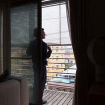 2階には日よけだけでなく、外からの目線をさえぎる効果があるマルキルックス710のスクリーンタイプを取付ました。