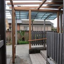 以前施工したフェンスや手すりは再利用し、必要最小限に柱材を交換していきます、