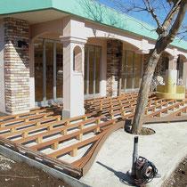 下地はイタウバとサイプレスの堅木で作成、構造から曲線をつくります。