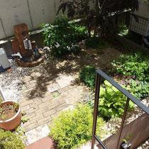 お庭完成後、レンガと石畳を敷きこんだ中庭、お施主様にも手伝っていただき作成しました。
