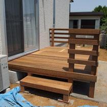 フェンスを貼って完成したデッキ!シンプルで使いやすそう。