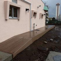 水栓周りを囲って、スロープデッキの完成。