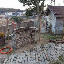 ここまで積むのにどれだけ時間がかかったか。。手間のかかる門塀です。