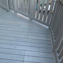 張り替えた板材も一緒に塗装し、古い部分との遜色もなく仕上がりました。