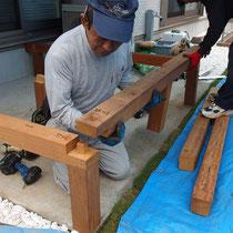 90mm角材を仕口加工で準備し、現場で組み立てる頑丈なウッドデッキです。