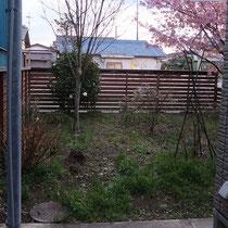 施工前、広いお庭には思い思いに植栽を植えこんでいます。