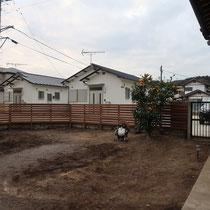 フェンスが貼り終わった所、残った土で起伏を作り、二期工事に備えます。
