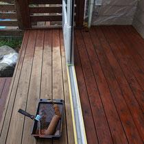 塗装中、養生をしっかりと施し塗料がはみ出ないよう気を付けます。