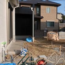 造園工事着工時、10年間寝かせてきたお庭の雑草処理をして、余分な土をすきとりました。