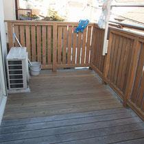 床板の一部をとフェンス作業をすませたところ、手を入れた部分と入れてない部分の違いが良くわかります。