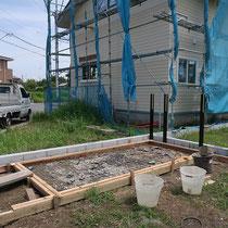 型枠を組んでこれからコンクリートを打設します。