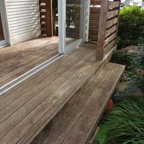 作業前、まずは全体的な研磨をして苔や汚れ、ひび割れを補修していきます。