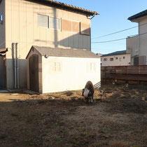 施工前、もともとあったお庭を除草剤などを利用しながらリセットして、まっさらに戻してからスタートです。