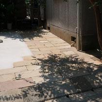 サルスベリの木陰が美しい、ナチュラルな石畳舗装の完成です。