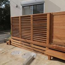 2日目、幕板は取り外し可能な収納部分。両側に扉とステップを設置しました。