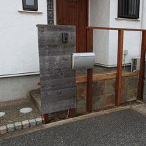構造をイタウバ(ハードウッド)に差し替えてから、既存の板塀を戻します。