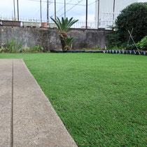 毛足30mmのリアルな人工芝、美しい仕上がりには端部の切断と継ぎ目の接着が決め手です。