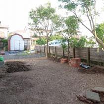 作業途中、雑草と植木を整理しただけですっきりとしました。
