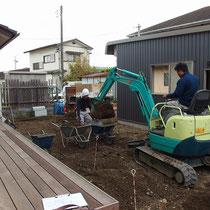 いよいよ着工、まずは不要な土を掘削し残土処分します。