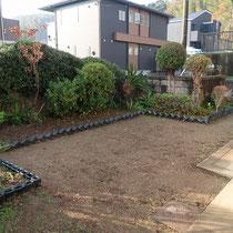 作業前、あらかじめ芝生は剥離して下さり、整地するところからスタートです。