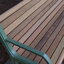 イタウバは腐りにくいだけでなく、ひび割れがおきにくい滑らかな木目のハードウッドです。