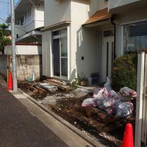 既存のブロック、フェンス、植栽を撤去したところ。これだけでスッキリとしたお庭に安堵しました。