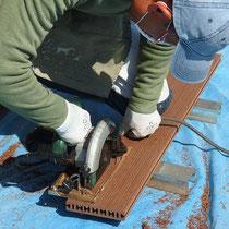 天然木材のように自由に細かく加工できるので、オーダーメイドのウッドデッキにも対応します。