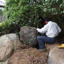 職人さんのセンスと技術で自然な風景を生み出します。まさに造園。
