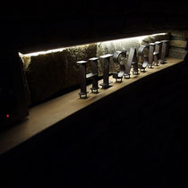 アイアン表札のライトアップ、グレア(眩しい光源)が出るのでもう少し検討中。