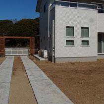 裏口に繋がる駐車スペース完成後。